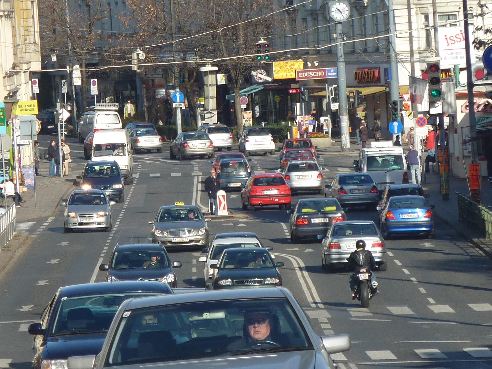 Teure Verkehrspolitik von vorgestern: Noch eine Ampel auf der Gersthofer Straße